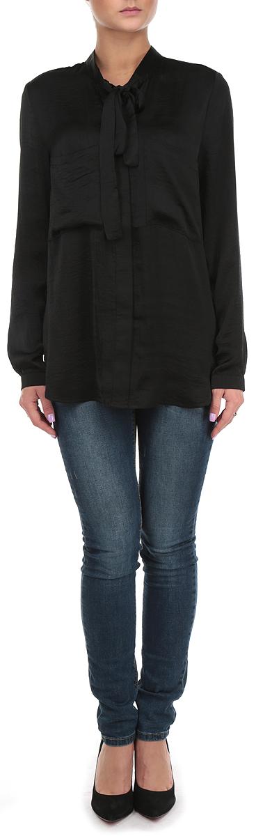 10153997 001Стильная удлиненная женская блуза Broadway, выполненная из 100% полиэстера, подчеркнет ваш уникальный стиль и поможет создать оригинальный женственный образ. Блузка с длинными рукавами и воротником-стойкой застегивается на пуговицы спереди. Воротник блузки дополнен завязками, которые можно завязать в красивый декоративный бант. Манжеты рукавов застегиваются на пуговицы, спереди блузка дополнена двумя накладными карманами. Легкая блуза идеально подойдет для жарких летних дней. Такая блузка будет дарить вам комфорт в течение всего дня и послужит замечательным дополнением к вашему гардеробу.