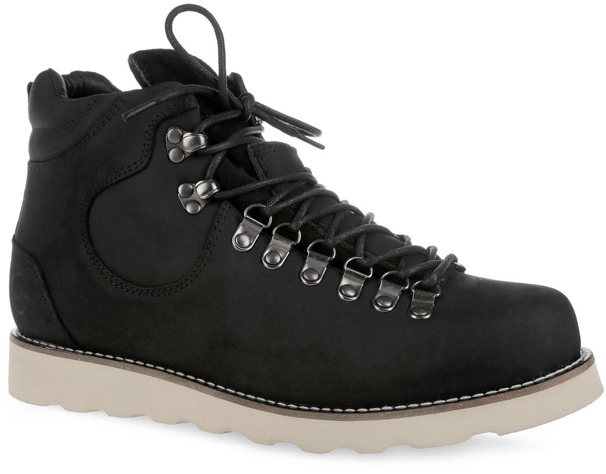 003-NS-05N6-WСтильные мужские ботинки от Affex Novosibirsk займут достойное место в вашем гардеробе. Модель выполнена из натурального нубука и дополнена светлой прострочкой вдоль ранта. Верх изделия оформлен шнуровкой, которая надежно фиксирует обувь на ноге и регулирует объем. Отверстия для шнурков из металлических петелек. С задней стороны изделие дополнено наружным ремешком и ярлычком для более удобного надевания обуви. Подкладка и съемная стелька, исполненные из искусственной шерсти, защитят ноги от холода и обеспечат комфорт. Задник декорирован тиснением в виде логотипа бренда. Подошва с рельефным протектором обеспечивает отличное сцепление с любой поверхностью. В комплект входит вторая пара шнурков контрастного цвета. Модные ботинки отлично подойдут как для простой прогулки, так и для дальней поездки.