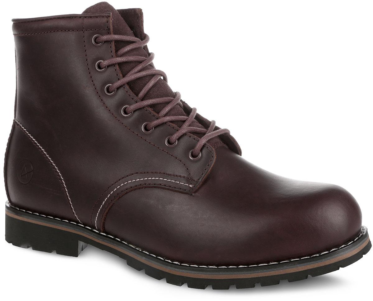 002-MOS-04L4-WСтильные мужские ботинки от Affex Moscow займут достойное место в вашем гардеробе. Модель выполнена из натуральной кожи и дополнена светлой прострочкой по верху и вдоль ранта. Подъем оформлен шнуровкой, которая надежно фиксирует обувь на ноге и регулирует объем. Отверстия для шнурков с металлическими люверсами. Подкладка и съемная стелька, исполненные из искусственной шерсти, защитят ноги от холода и обеспечат комфорт. Язычок изготовлен из натуральной замши. Сбоку изделие декорировано тиснением в виде логотипа бренда. Подошва с рельефным протектором обеспечивает отличное сцепление с любой поверхностью. В комплект входит вторая пара шнурков контрастного цвета. Модные ботинки отлично подойдут как для простой прогулки, так и для дальней поездки.