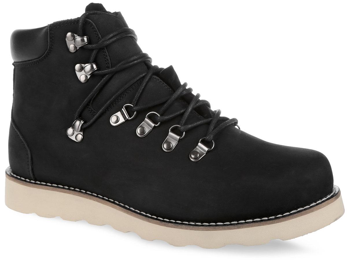 003-CR-01L1-WСтильные мужские ботинки от Affex C.R.E.A.M. займут достойное место в вашем гардеробе. Модель выполнена из натурального нубука и дополнена светлой прострочкой по ранту. Верх изделия оформлен шнуровкой, которая надежно фиксирует обувь на ноге и регулирует объем. Отверстия для шнурков из металлических петелек. Подкладка и съемная стелька, исполненные из искусственной шерсти, защитят ноги от холода и обеспечат комфорт. Сзади по канту обувь дополнена вставкой из кожи. Задник оформлен тиснением в виде логотипа бренда. Подошва с рельефным протектором обеспечивает отличное сцепление с любой поверхностью. В комплект входит вторая пара шнурков контрастного цвета. Модные ботинки отлично подойдут как для простой прогулки, так и для дальней поездки.