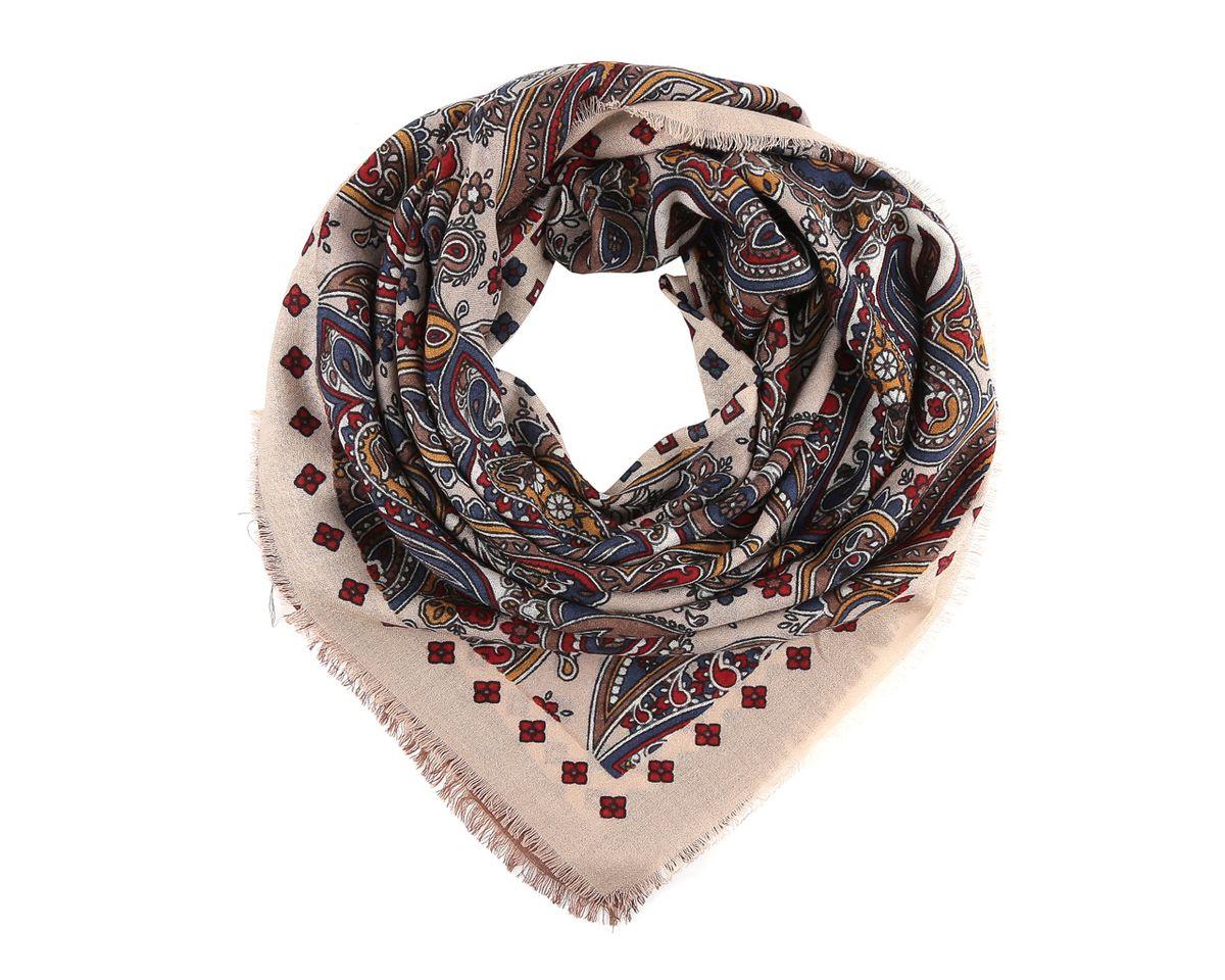 YN213-4Стильный женский платок Fabretti станет великолепным завершением любого наряда. Легкий платок изготовлен из высококачественной 100% шерсти. Он оформлен оригинальным этническим принтом с узорами пейсли и дополнен тонкой бахромой по краям. Классическая квадратная форма позволяет носить платок на шее, украшать им прическу или декорировать сумочку. Мягкий и шелковистый платок поможет вам создать изысканный женственный образ, а также согреет в непогоду. Такой платок превосходно дополнит любой наряд и подчеркнет ваш неповторимый вкус и элегантность.