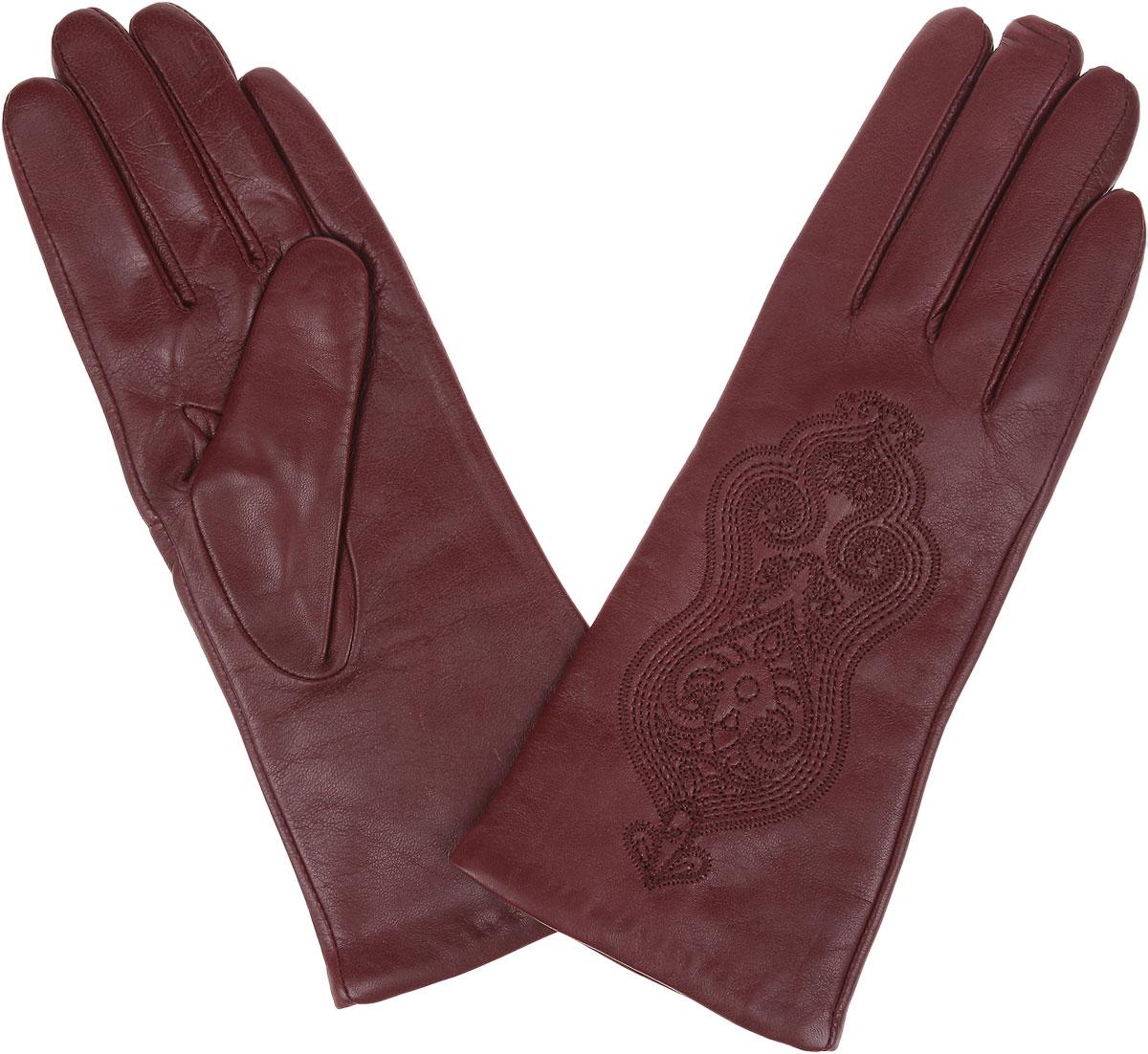 Перчатки9.68-8_bordoЖенские перчатки Fabretti защитят ваши руки от холода и станут стильным дополнением вашего образа. Перчатки изготовлены из натуральной кожи на подкладке из шерсти с добавлением кашемира. Лицевую сторону изделия украшает вышитый узор. Перчатки являются неотъемлемой принадлежностью одежды, вместе с этим аксессуаром вы обретаете женственность и элегантность. Они станут завершающим и подчеркивающим элементом вашего неповторимого стиля.
