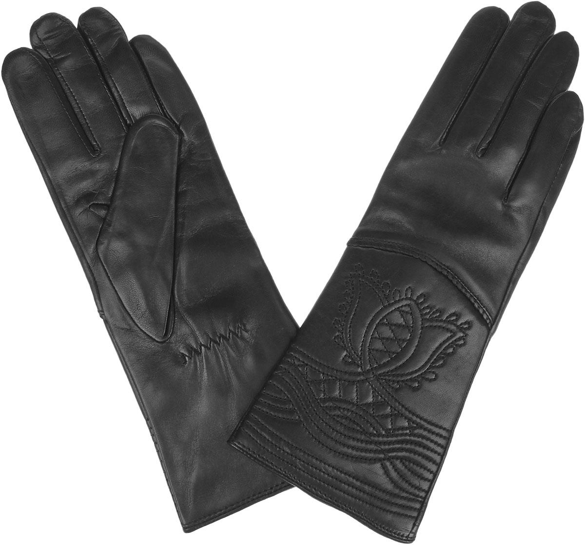 9.28-1_blackЖенские перчатки Fabretti защитят ваши руки от холода и станут стильным дополнением к вашему образу. Перчатки изготовлены из натуральной кожи на подкладке из шерсти с добавлением кашемира. Лицевую сторону изделия украшает фигурная прострочка. На запястье модель присборена на небольшие резинки. Перчатки являются неотъемлемой принадлежностью одежды, вместе с этим аксессуаром вы обретаете женственность и элегантность. Они станут завершающим и подчеркивающим элементом вашего неповторимого стиля.