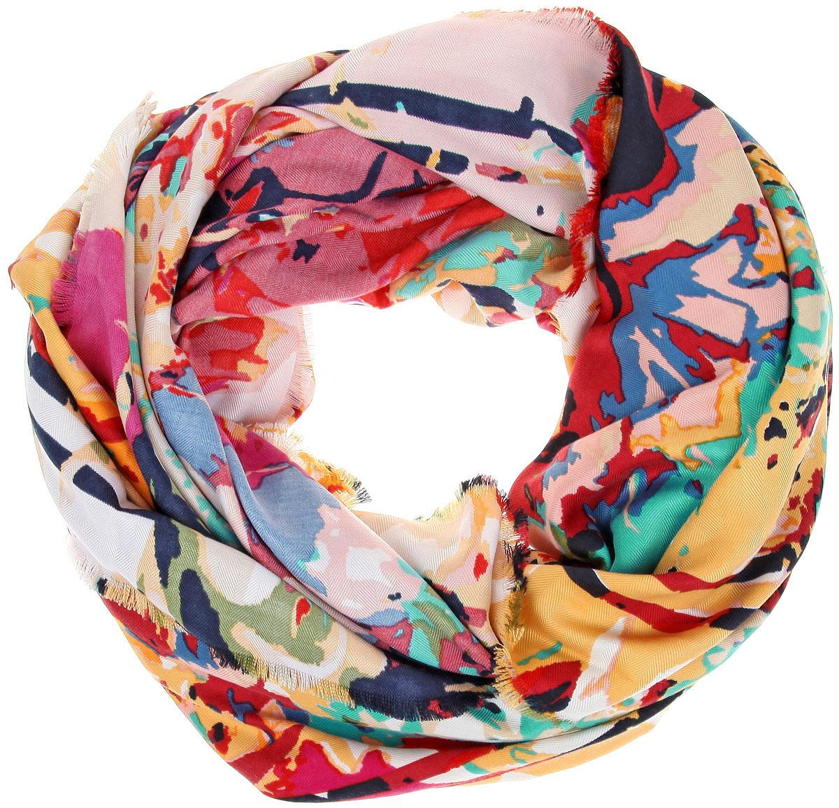 BH-11527-9Платок Sophie Ramage, выполненный из модала с добавлением кашемира, идеально дополнит образ современной женщины. Благодаря своему составу, он удивительно мягкий и очень приятный на ощупь. Модель оформлена ярким принтом, а по краям декорирована бахромой. Классическая квадратная форма позволяет носить платок на шее, украшать им прическу или декорировать сумочку. С этим платком вы всегда будете выглядеть женственной и привлекательной.