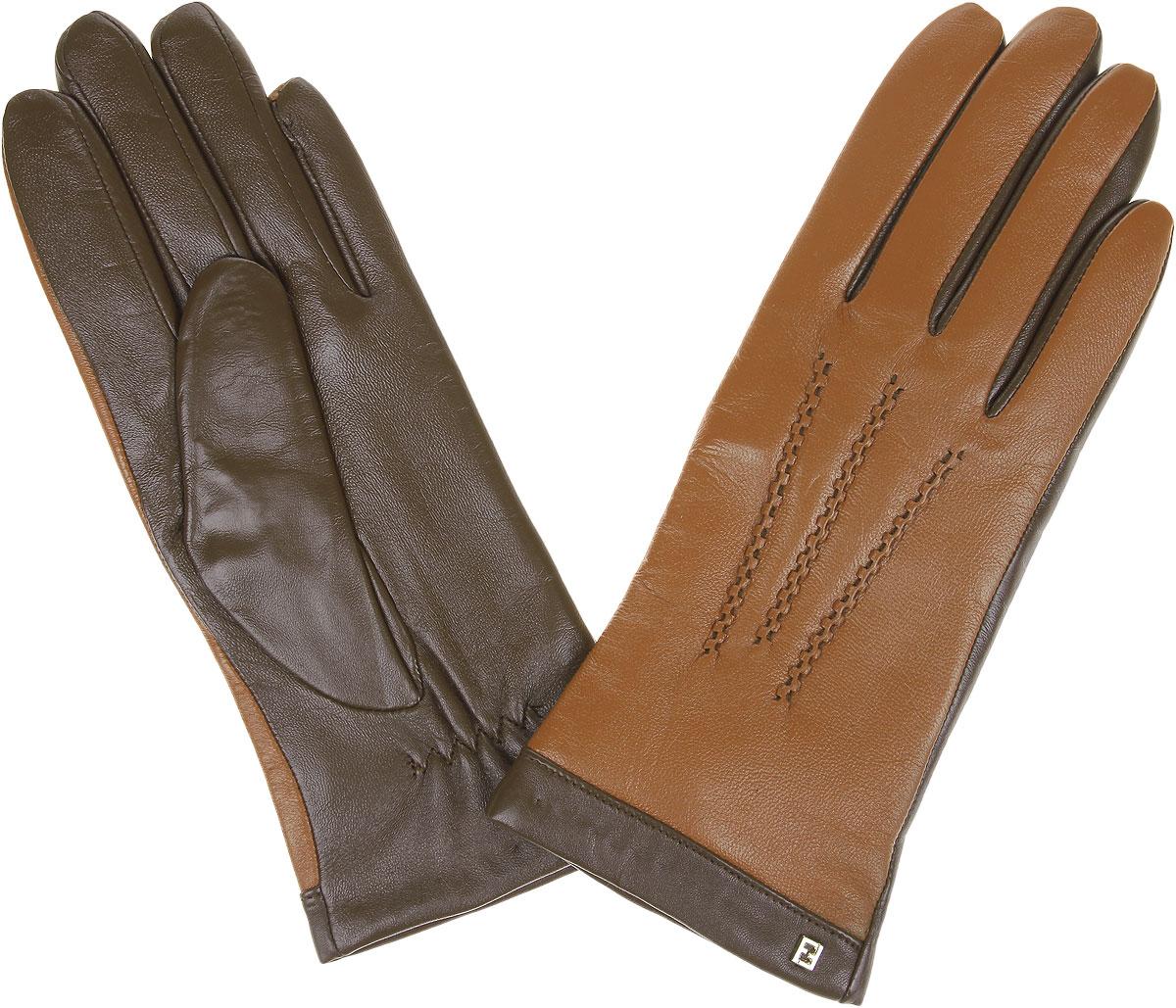 Перчатки женские Touch Screen. S1.6S1.6-20_turquiseЖенские перчатки Fabretti Touch Screen не только защитят ваши руки от холода, но и станут незаменимым аксессуаром. Модель изготовлена из натуральной кожи на подкладке из шерсти с добавлением кашемира. Современные технологии обработки кожи позволяют работать с любыми сенсорными дисплеями, не снимая перчатки, что особенно важно в климатических условиях России. Конкурентным преимуществом данной технологии, является отсутствие текстильных вставок на пальцах, которые портят внешний вид перчаток и нарушают целостность кожи. Лицевая сторона изделия украшена фигурной прострочкой. Модель дополнена небольшим декоративным элементом с логотипом бренда. Запястье оснащено небольшой резинкой, фиксирующей модель на руке. Перчатки Fabretti станут завершающим и подчеркивающим элементом вашего стиля.