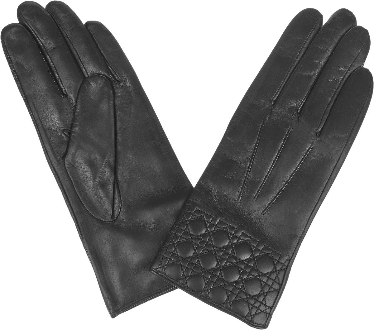 Перчатки9.72-1_blackЖенские перчатки Fabretti не только защитят ваши руки от холода, но и станут стильным дополнением вашего образа. Перчатки выполнены из натуральной кожи на подкладке из шерсти с добавлением кашемира. Лицевую сторону изделия украшает декоративная отсрочка. Перчатки Fabretti станут завершающим и подчеркивающим элементом вашего стиля.