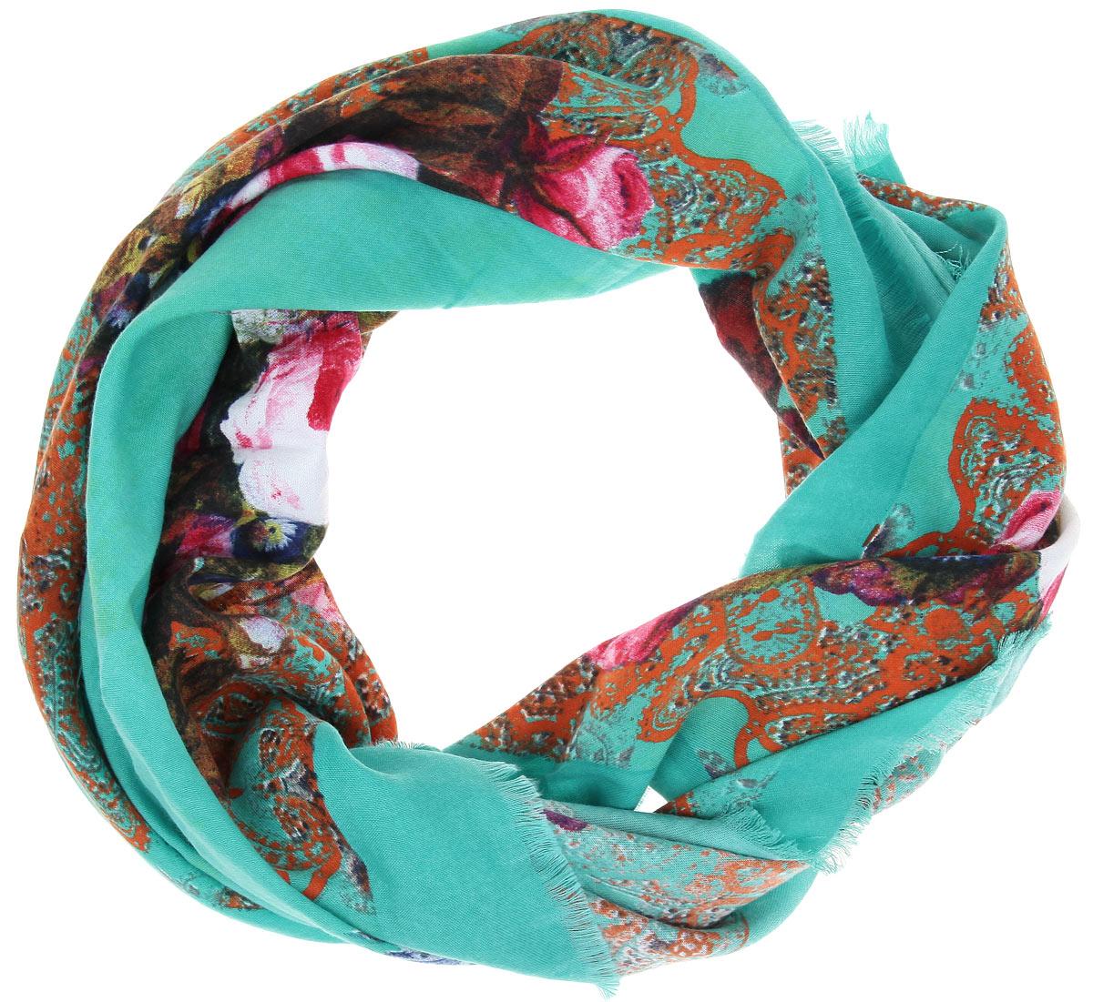 BH-11524-3Платок Sophie Ramage, выполненный из модала с добавлением кашемира, идеально дополнит образ современной женщины. Благодаря своему составу, он удивительно мягкий и очень приятный на ощупь. Модель оформлена ярким цветочным принтом, а по краям декорирована короткой бахромой. Классическая квадратная форма позволяет носить платок на шее, украшать им прическу или декорировать сумочку. С этим платком вы всегда будете выглядеть стильно, ярко и привлекательно.