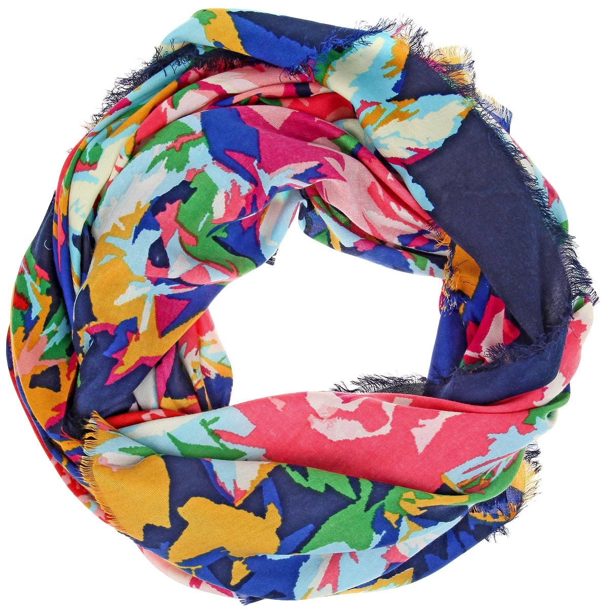 ПлатокBH-11520-3Платок Sophie Ramage, выполненный из модала с добавлением кашемира, идеально дополнит образ современной женщины. Благодаря своему составу, он удивительно мягкий и очень приятный на ощупь. Модель оформлена ярким принтом, а по краям декорирована бахромой. Классическая квадратная форма позволяет носить платок на шее, украшать им прическу или декорировать сумочку. С этим платком вы всегда будете выглядеть женственной и привлекательной.