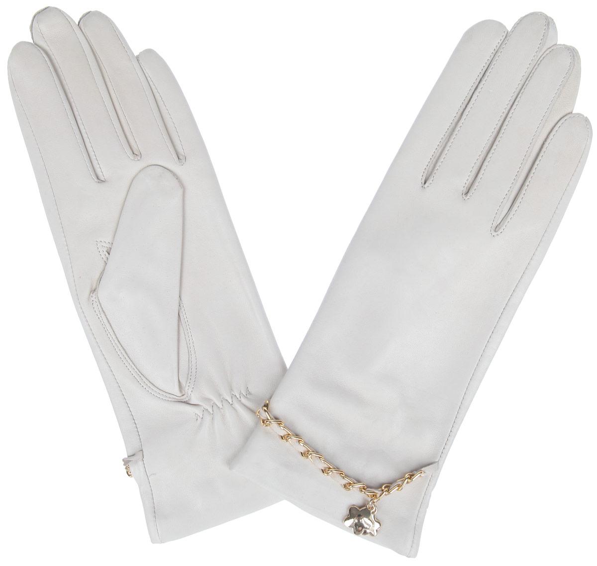 ПерчаткиHP294Стильные женские перчатки Eleganzza не только защитят ваши руки от холода, но и станут великолепным украшением. Перчатки выполнены из натуральной кожи ягненка на шелковой подкладке. На тыльной стороне имеется небольшая сборка резинкой для того, чтобы перчатки лучше сидели. Оформлено изделие цепочкой, переплетенной с кожаным ремешком и украшенной подвеской в виде цветочков. В настоящее время перчатки являются неотъемлемой принадлежностью одежды, вместе с этим аксессуаром вы обретаете женственность и элегантность. Перчатки станут завершающим и подчеркивающим элементом вашего стиля и неповторимости.