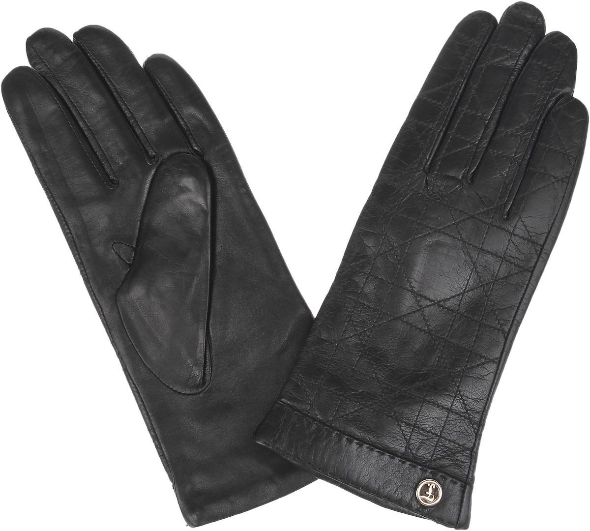 Перчатки9.61-1_blackЖенские перчатки Fabretti защитят ваши руки от холода и станут стильным дополнением вашего образа. Перчатки изготовлены из натуральной кожи на подкладке из шерсти с добавлением кашемира. Лицевую сторону изделия украшают прострочка и небольшой декоративный элемент с логотипом бренда. Перчатки являются неотъемлемой принадлежностью одежды, вместе с этим аксессуаром вы обретаете женственность и элегантность. Они станут завершающим и подчеркивающим элементом вашего неповторимого стиля.