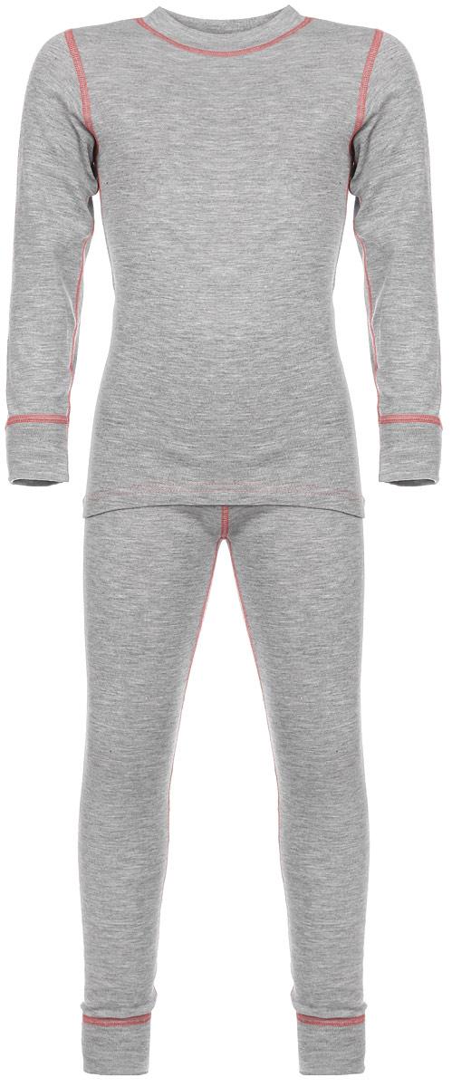 Комплект термобелья для девочки Base: футболка с длинным рукавом, леггинсы. 001ДН001ДНУниверсальный комплект термобелья для девочки Oldos Active Base, состоящий из футболки с длинным рукавом и леггинсов, подойдет для вашего ребенка в прохладную погоду. Модель с однослойной структурой выполнена из полиэстера, она очень мягкая и приятная на ощупь. Эластичные плоские швы изделия не вызывают раздражений. Однослойное полотно с начесом обеспечит максимальное отведение влаги от тела ребенка и тепловой комфорт. Термобелье отличается от обычного белья лучшей способностью сохранять тепло между кожей и тканью, вдобавок оно более эластичное, благодаря чему, оно не стесняет движений, не деформируется и служит дольше. Футболка с длинными рукавами и круглым вырезом горловины оформлена контрастной прострочкой. На рукавах предусмотрены широкие эластичные манжеты. Вырез горловины дополнен трикотажной резинкой. Спинка модели удлинена. Леггинсы имеют на поясе мягкую эластичную резинку, благодаря чему они не сдавливают животик ребенка и не сползают. Низ...