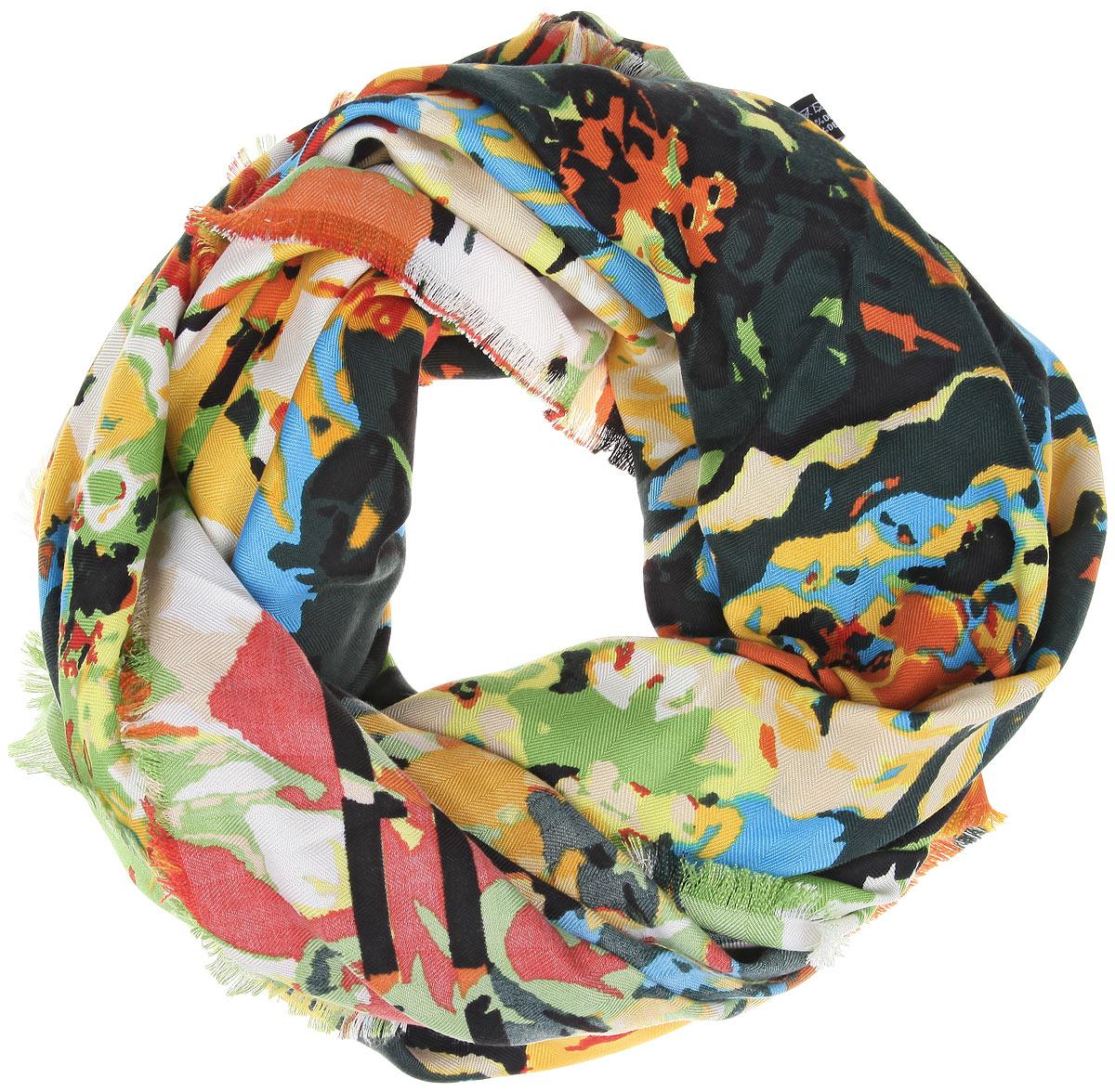 Платок женский. BH-11527BH-11527-9Платок Sophie Ramage, выполненный из модала с добавлением кашемира, идеально дополнит образ современной женщины. Благодаря своему составу, он удивительно мягкий и очень приятный на ощупь. Модель оформлена ярким принтом, а по краям декорирована бахромой. Классическая квадратная форма позволяет носить платок на шее, украшать им прическу или декорировать сумочку. С этим платком вы всегда будете выглядеть женственной и привлекательной.