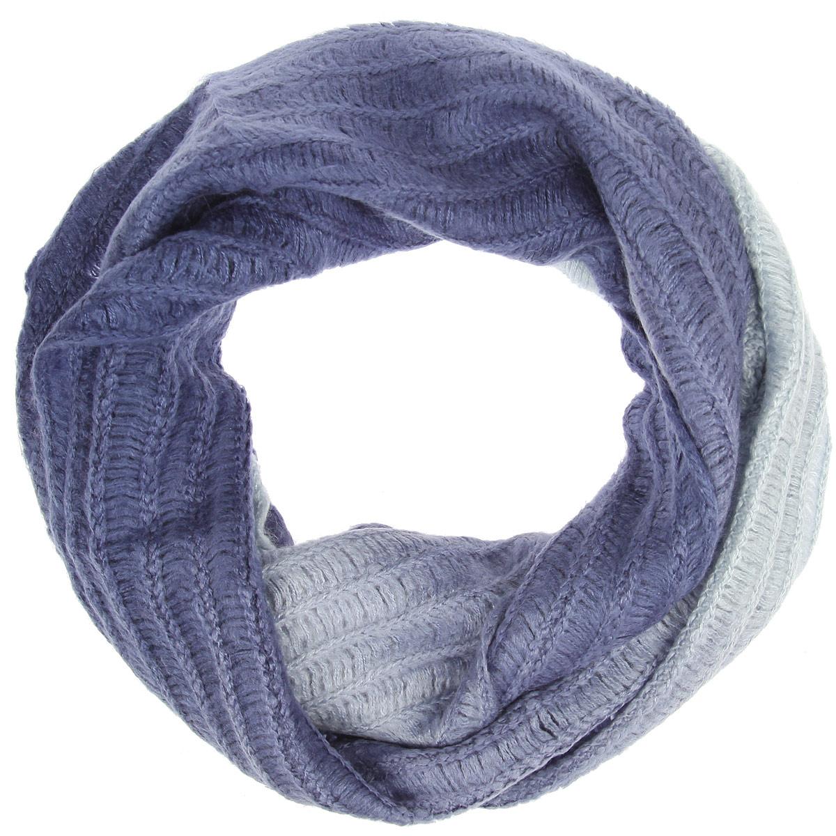 LDB52-608Уютный среднего размера шарф-снуд Labbra создан подчеркнуть ваш неординарный вкус и согреть вас в прохладное время года. Шерсть с мохером - идеальное сочетание для снуда. Модель отличается интересной фактурой, невероятной легкостью и мягкостью. Красивый шарф-кольцо отлично сочетается с любой нарядной одеждой. Такой предмет гардероба не только хорошо работает на создание модного образа, но и согревает в непогоду.