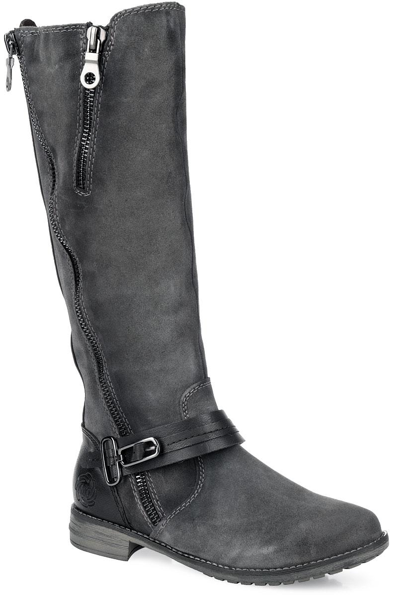 Сапоги женские. 2-2-26613-25-2022-2-26613-25-202Стильные женские сапоги от Marco Tozzi займут достойное место в вашем гардеробе. Модель выполнена из натуральной замши и дополнена сзади вставками из натуральной кожи. Подкладка и стелька с эффектом памяти из натуральной шерсти защитят ноги от холода в мороз и обеспечат уют. Сбоку изделие украшено двумя декоративными молниями разного размера. Подъем дополнен декоративным ремешком со стильной фурнитурой, а задник - тиснением в виде логотипа бренда. Сапоги застегиваются на застежку-молнию, расположенную на одной из боковых сторон, которая оформлена эластичной резинкой. Умеренной высоты каблук и подошва с рельефным протектором обеспечивает отличное сцепление с любой поверхностью. В этих сапогах вашим ногам будет комфортно и уютно. Они подчеркнут ваш стиль и индивидуальность.