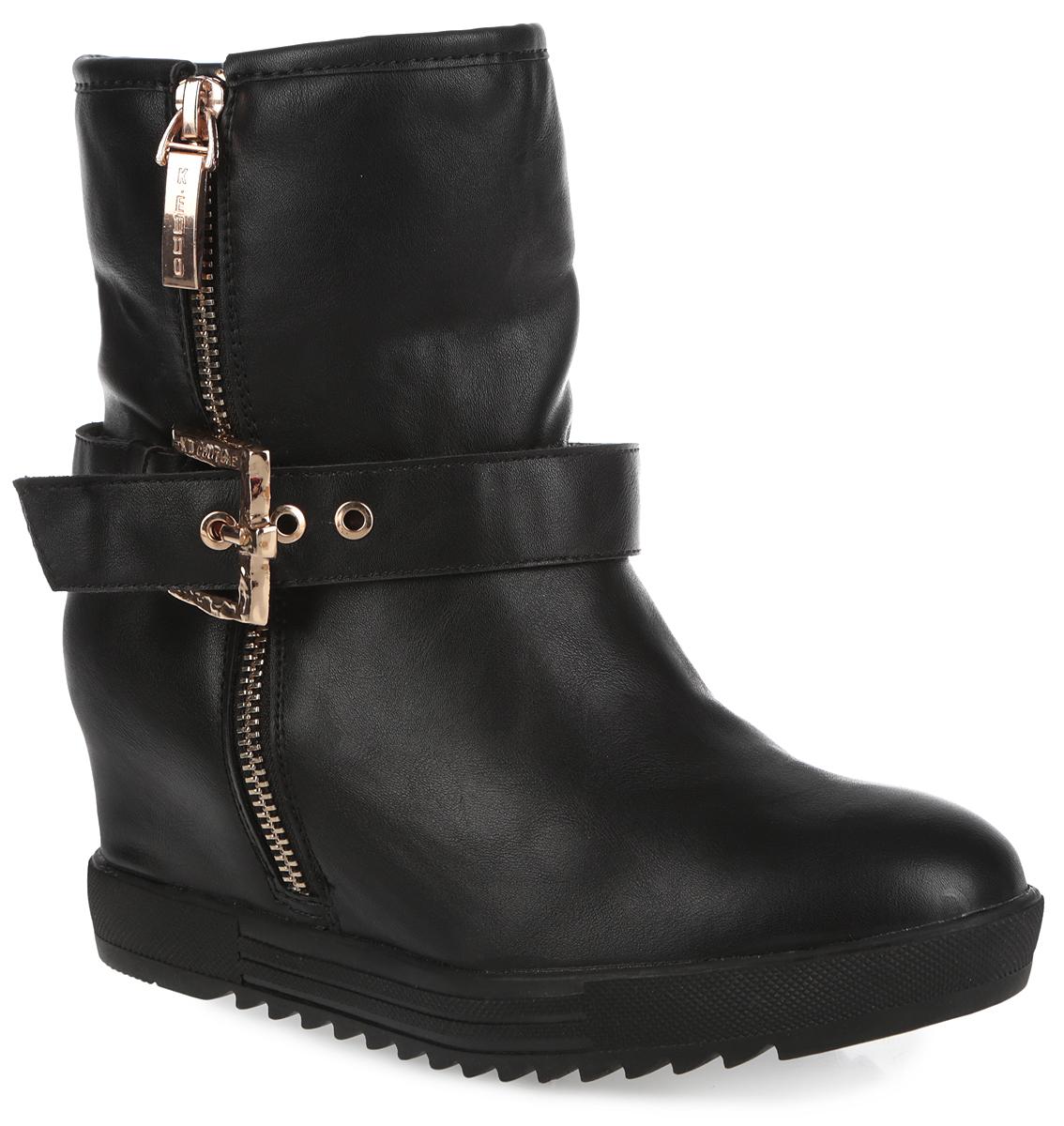Ботинки для девочки. 558131/08558131/08-07Стильные ботинки Keddo займут достойное место в вашем гардеробе. Модель выполнена из искусственной кожи и украшена в области голенища ремешком с металлической пряжкой, регулирующим нужный объем. Подкладка и стелька из натуральной шерсти защитят ноги от холода и обеспечат комфорт. Верх изделия трансформируется в меховой отворот. Ботинки застегиваются на застежку-молнию, расположенную на одной из боковых сторон. Каблук устойчив. Подошва с рельефным протектором обеспечивают отличное сцепление с любой поверхностью. Стильные ботинки придутся по душе вашей малышке!