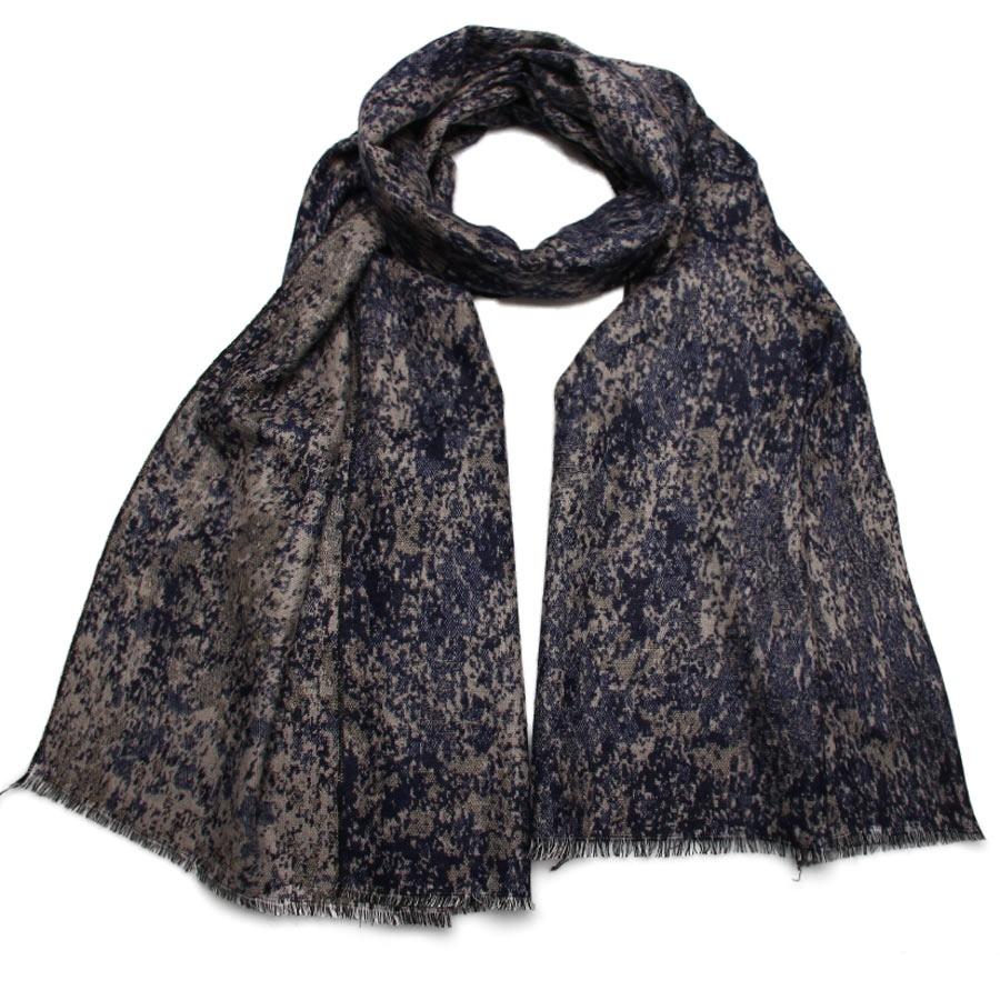 Палантин2712901-03Элегантный палантин Venera подчеркнет ваш неповторимый образ. Привлекательное изделие, которое как нельзя будет, кстати, в холодные сезоны и с повседневной одеждой. Мягкий женский палантин имеет простенький, но и одновременно стильный дизайн, а приятная текстура ткани еще очень комфортная и уютная.