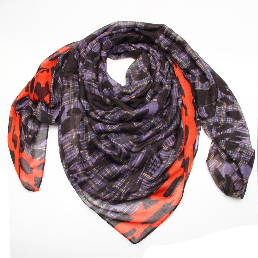 Платок женский. 30006413000641-1Стильный платок Passigatti станет отличным завершением вашего образа. Платок, изготовленный из высококачественной вискозы, согреет от знойного ветра и холода, а сдержанные цвета, необычная их комбинация и принт в стиле кожи ягуара придадут вашему образу стильности и позволят сочетать платок с одеждой любой цветовой гаммы. Этот модный аксессуар гармонично дополнит образ современной женщины, следящей за своим имиджем и стремящейся всегда оставаться стильной и элегантной. В этом платке вы всегда будете выглядеть женственной и привлекательной.