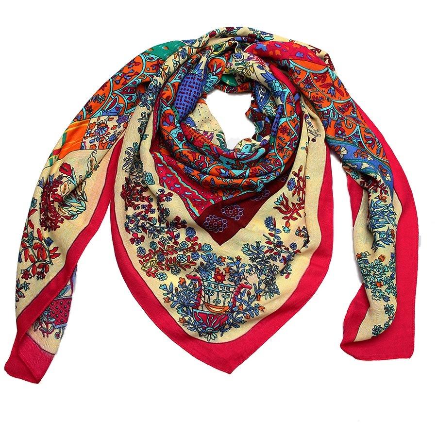 Платок3000901-07Стильный платок Venera с оригинальным принтом выполнен из полишерсти. Текстура ткани мягкая и нежная к телу. Изделие очень практичное, а в холодную погоду оно станет еще и теплым, комфортным дополнением к вашему образу.