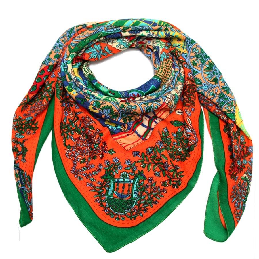 Платок. 30009013000901-07Стильный платок Venera с оригинальным принтом выполнен из полишерсти. Текстура ткани мягкая и нежная к телу. Изделие очень практичное, а в холодную погоду оно станет еще и теплым, комфортным дополнением к вашему образу.