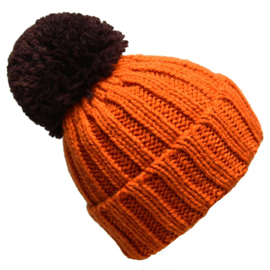 Шапка женская. 98061379806137-17Вязаная женская шапка Venera отлично дополнит ваш образ в холодную погоду. Шапка выполнена крупной вязкой из мягкой пряжи, которая максимально сохраняет тепло и обеспечивает удобную посадку и не доставит дискомфорта при носке. Теплая шапка с помпоном и отворотом станет отличным дополнением к вашему осеннему или зимнему гардеробу, в ней вам будет уютно и тепло!