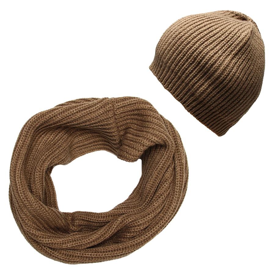 Комплект женский: шапка, снуд-хомут. 99015419901541-09/1Стильный женский комплект аксессуаров Venera дополнит ваш наряд и не позволит вам замерзнуть в холодное время года. В комплект входят уютная шапка и снуд-хомут, выполненные из высококачественной комбинированной пряжи из шерсти и акрила. Широкий однотонный снуд мелкой вязки надежно защитит ваши плечи и шею от ветра и холода. Легкая шапка в цвет снуда будет великолепно сочетаться с любыми нарядами. Шапку и снуд можно носить как вместе, так и отдельно. Такой комплект станет модным и стильным дополнением вашего зимнего гардероба, он согреет вас и позволит вам подчеркнуть свою индивидуальность!