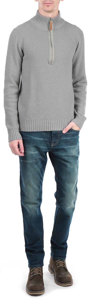 10154064 577Мужской свитер Broadway, изготовленный из высококачественной хлопковой пряжи, мягкий и приятный на ощупь, не сковывает движений и обеспечивает наибольший комфорт. Модель с воротником-стойкой на застежке-молнии и длинными рукавами великолепно подойдет для создания образа в стиле Casual. Манжеты рукавов и низ свитера связаны резинками. Изделие имеет оригинальную объемную вязку. Этот свитер послужит отличным дополнением к вашему гардеробу. В нем вы всегда будете чувствовать себя уютно и комфортно в прохладную погоду.