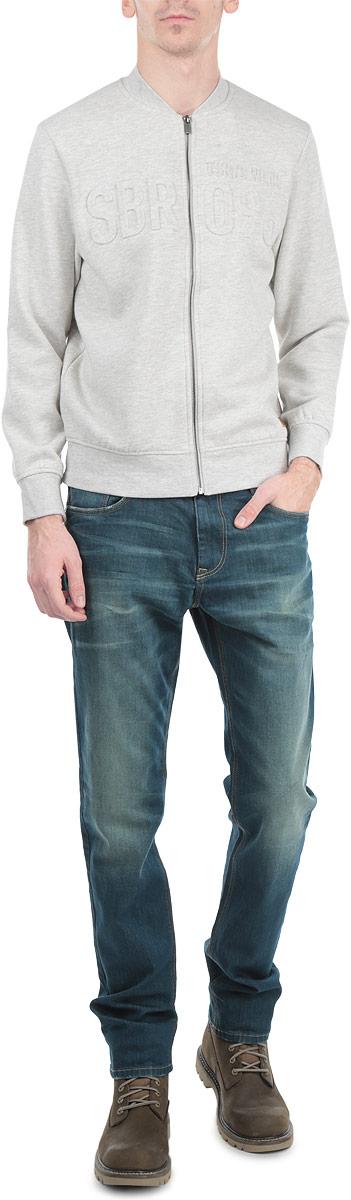 СвитшотSBL0394GBСтильный мужской свитшот Top Secret, изготовленный из высококачественного хлопка с добавлением полиэстера, мягкий и приятный на ощупь, не сковывает движений и обеспечивает наибольший комфорт. Модель с воротником-стойкой и длинными рукавами застегивается на застежку-молнию. Свитшот оформлен объемной надписью SBR 096. Этот свитшот - настоящее воплощение комфорта, он послужит отличным дополнением к вашему гардеробу. В нем вы будете чувствовать себя уютно в прохладное время года.
