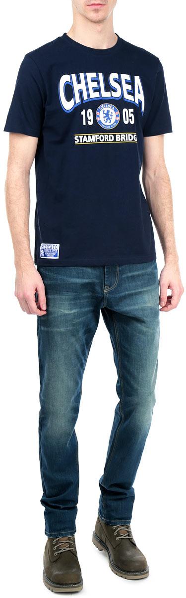 Футболка мужская. 8720/87308720Стильная мужская футболка Chelsea, выполненная из высококачественного мягкого хлопка, обладает высокой теплопроводностью, воздухопроницаемостью и гигроскопичностью, позволяет коже дышать. Модель с короткими рукавами и круглым вырезом горловины оформлена термоаппликацией в виде эмблемы футбольного клуба, а также надписью Chelsea 1905 Stamford Bridge. Горловина дополнена трикотажной эластичной резинкой. В такой футболке вы будете чувствовать себя уверенно и комфортно.