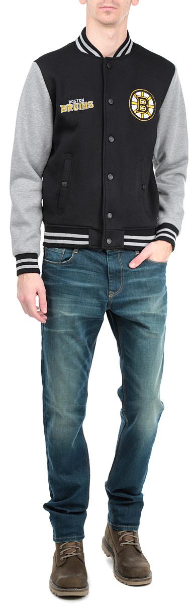 57050Мужская куртка NHL Boston Bruins, изготовленная из полиэстера и хлопка, очень мягкая и приятная на ощупь, не сковывает движения, обеспечивая наибольший комфорт. Подкладка изделия выполнена из полиэстера. Куртка с небольшим воротником-стойкой и длинными рукавами застегивается на кнопки по всей длине. Снизу модели предусмотрена широкая мягкая резинка, которая предотвращает проникновение холодного воздуха. Рукава дополнены эластичными манжетами. Спереди расположены два втачных кармана на кнопках. Изделие оформлено нашивками с символикой хоккейного клуба Boston Bruins. Теплая и стильная куртка подарит вам комфорт и станет отличным дополнением к вашему гардеробу.