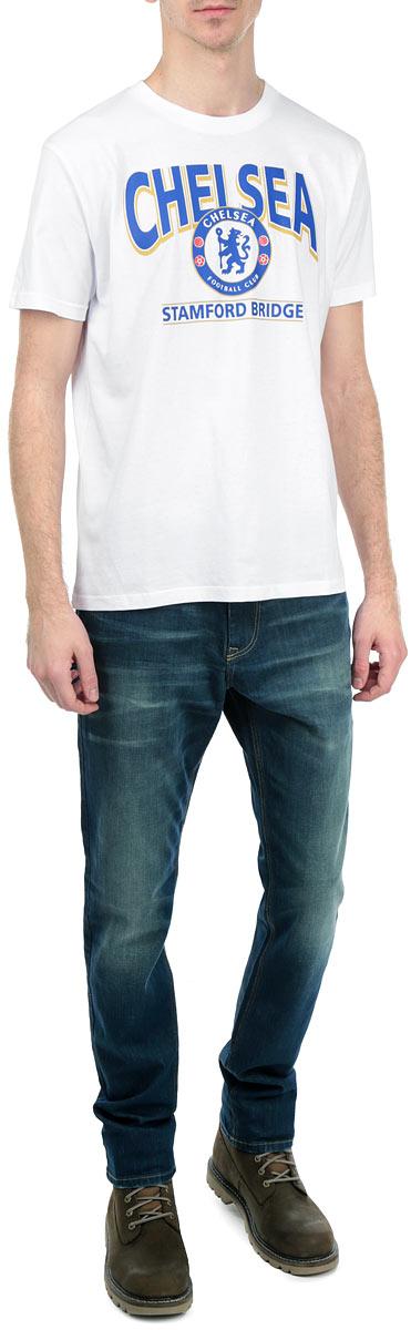 Футболка мужская. 8700/87108700Стильная мужская футболка Chelsea, выполненная из высококачественного мягкого хлопка, обладает высокой теплопроводностью, воздухопроницаемостью и гигроскопичностью, позволяет коже дышать. Модель с короткими рукавами и круглым вырезом горловины оформлена термоаппликацией в виде эмблемы футбольного клуба, а также надписью Chelsea Stamford Bridge. Горловина дополнена трикотажной эластичной резинкой. В такой футболке вы будете чувствовать себя уверенно и комфортно.