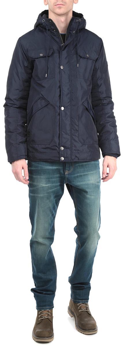КурткаSKU0644GRСтильная мужская куртка Top Secret с наполнителем из синтепона отлично подойдет для холодных дней. Модель прямого кроя с длинными рукавами и несъемным капюшоном застегивается на молнию и оснащена ветрозащитным клапаном на кнопках. Объем капюшона регулируется при помощи шнурка-кулиски. Изделие дополнено двумя открытыми накладными карманами и двумя накладными карманами с клапанами на пуговицах, а также внутренним карманом на липучке. Модель оснащена трикотажными внутренними манжетами. Эта модная и в то же время комфортная куртка согреет вас в любые морозы и отлично подойдет как для прогулок, так и для занятия спортом.
