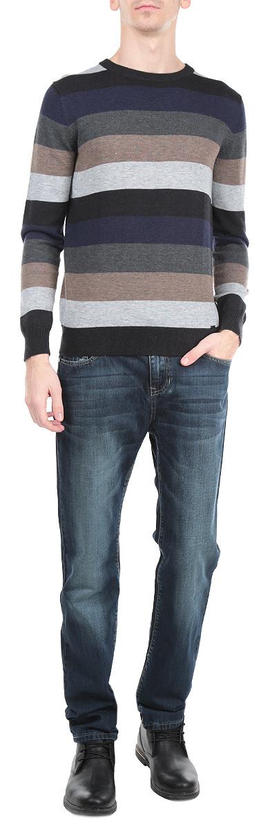 ДжемперW15-21103_101Стильный мужской джемпер Finn Flare, изготовленный из высококачественной пряжи сложного состава, мягкий и приятный на ощупь, не сковывает движений и обеспечивает наибольший комфорт. Модель с круглым воротником и длинными рукавами великолепно подойдет для создания современного образа в стиле Casual. Джемпер оформлен широкими контрастными полосками. Этот джемпер послужит отличным дополнением к вашему гардеробу. В нем вы всегда будете чувствовать себя уютно и комфортно в прохладную погоду.