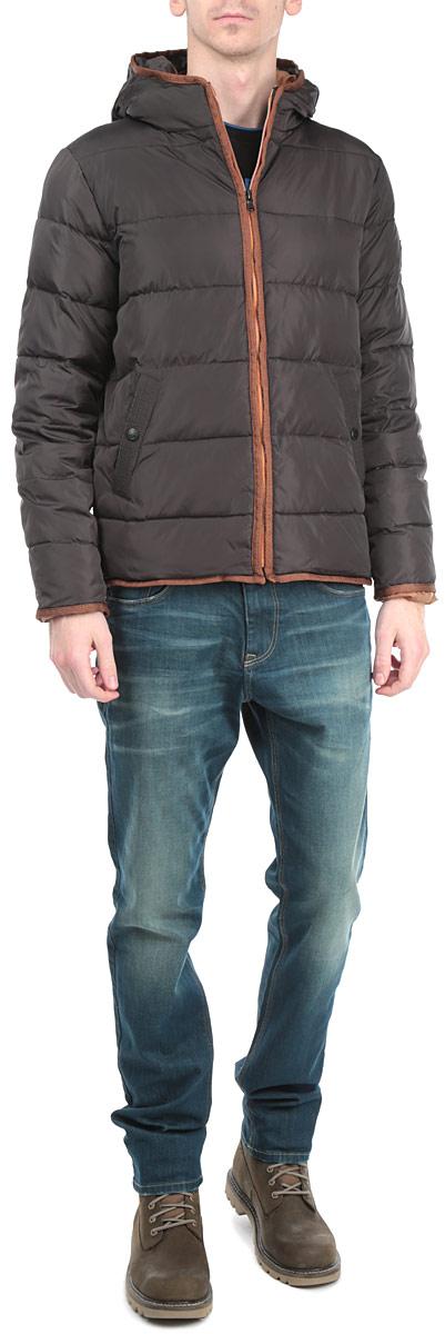 Куртка мужская. 1015374110153741 798Стильная мужская куртка Broadway с наполнителем из синтепона с добавлением пуха и пера отлично подойдет для холодных дней. Модель прямого кроя с длинными рукавами и несъемным капюшоном застегивается на молнию. Изделие дополнено двумя втачными карманами на кнопках спереди, а также двумя внутренними карманами на липучке и небольшим кармашком на кнопке. Эта модная и в то же время комфортная куртка согреет вас в любые морозы и отлично подойдет как для прогулок, так и для занятия спортом.