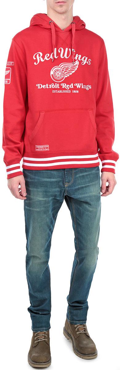 Толстовка с логотипом ХК35350Теплая мужская толстовка NHL Detroit Red Wings, изготовленная из высококачественного хлопка с добавлением полиэстера, необычайно мягкая и приятная на ощупь, не сковывает движения, обеспечивая наибольший комфорт. Лицевая сторона гладкая, а изнаночная - с мягким теплым начесом. Толстовка с капюшоном на кулиске спереди имеет вместительный карман-кенгуру. Снизу модели предусмотрена широкая мягкая резинка, которая предотвращает проникновение холодного воздуха. Рукава дополнены эластичными манжетами. Изделие оформлено аппликацией и вышитыми надписями, а также двумя небольшими нашивками. Модная и комфортная толстовка - отличный вариант, как для активного отдыха, так и для занятий спортом!