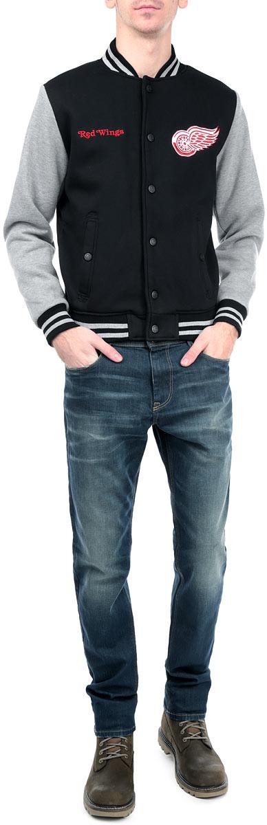 Куртка с логотипом ХК57030Мужская куртка NHL Detroit Red Wings, изготовленная из полиэстера и хлопка, очень мягкая и приятная на ощупь, не сковывает движения, обеспечивая наибольший комфорт. Подкладка изделия выполнена из полиэстера. Куртка с небольшим воротником-стойкой и длинными рукавами застегивается на кнопки по всей длине. Снизу модели предусмотрена широкая мягкая резинка, которая предотвращает проникновение холодного воздуха. Рукава дополнены эластичными манжетами. Спереди расположены два втачных кармана на кнопках. Изделие оформлено нашивками с символикой хоккейного клуба Detroit Red Wings. Теплая и стильная куртка подарит вам комфорт и станет отличным дополнением к вашему гардеробу.