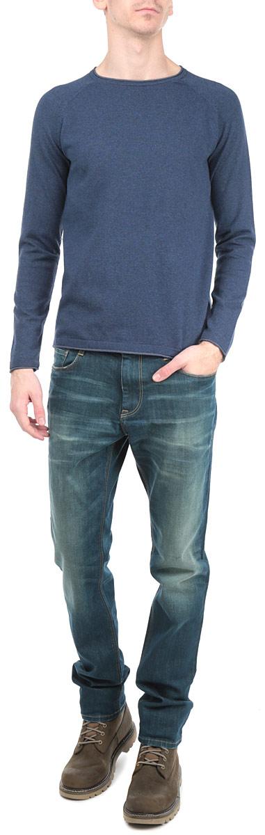 3020551.63.10_4694Стильный мужской джемпер Tom Tailor, выполненный из высококачественного материала, приятный на ощупь, не сковывает движения, обеспечивая наибольший комфорт. Модель с круглым вырезом горловины и длинными рукавами идеально гармонирует с любыми предметами одежды и будет уместна и на отдых, и работу. Низ и манжеты изделия связаны мелкой резинкой, что предотвращает деформацию при носке и препятствует проникновению холодного воздуха. Спереди модель дополнена небольшим металлическим декоративным элементом с надписью Tom Tailor. Этот модный джемпер станет отличным дополнением вашего гардероба.