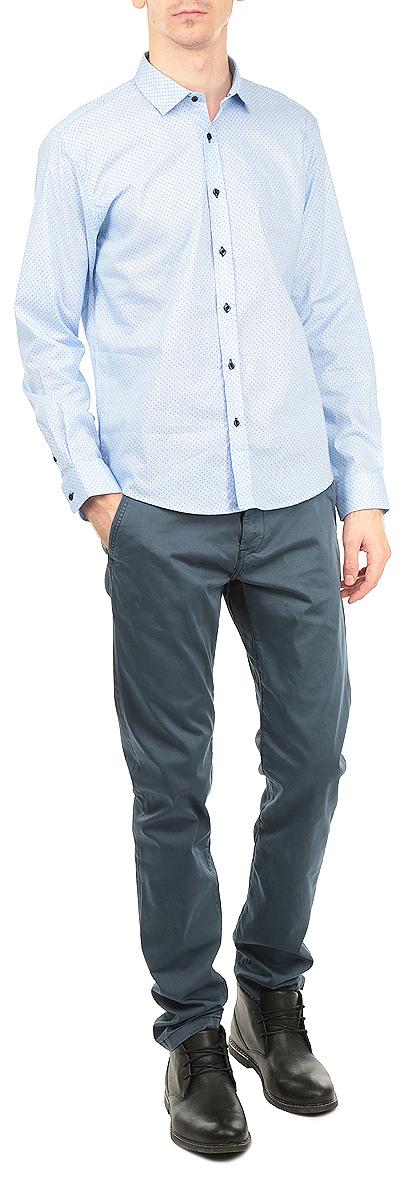 РубашкаSKL1840NIМужская рубашка Top Secret, выполненная из высококачественного 100% хлопка, обладает высокой теплопроводностью, воздухопроницаемостью и гигроскопичностью, позволяет коже дышать, тем самым обеспечивая наибольший комфорт при носке. Модель классического кроя с отложным воротником застегивается на пуговицы. Длинные рукава рубашки дополнены манжетами на пуговицах. Рубашка оформлена принтом в мелкую полоску и горох. Такая рубашка подчеркнет ваш вкус и поможет создать великолепный стильный образ.
