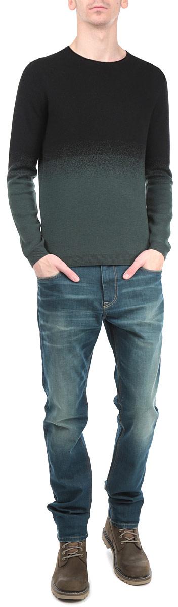 3020271.00.15_2999Стильный мужской джемпер Tom Tailor, выполненный из высококачественного материала, приятный на ощупь, не сковывает движения, обеспечивая наибольший комфорт. Модель с круглым вырезом горловины и длинными рукавами идеально гармонирует с любыми предметами одежды и будет уместна и на отдых, и работу. Низ и манжеты изделия связаны мелкой резинкой, что предотвращает деформацию при носке и препятствует проникновению холодного воздуха. Этот модный джемпер станет отличным дополнением вашего гардероба.