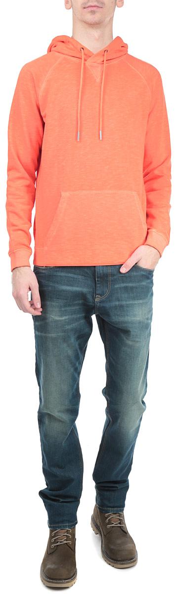 2529767.63.12_3509Стильная мужская толстовка Tom Tailor Denim, изготовленная из хлопка с добавлением полиэстера, необычайно мягкая и приятная на ощупь, не сковывает движения, обеспечивая наибольший комфорт. Модель с капюшоном на кулиске и длинными рукавами. Толстовка имеет широкую трикотажную резинку по низу и манжетам, что предотвращает деформацию при носке и препятствует проникновению холодного воздуха. Спереди модель дополнена вместительным карманом-кенгуру. Эта модная и в тоже время комфортная толстовка отличный вариант как для активного отдыха, так и для занятий спортом!