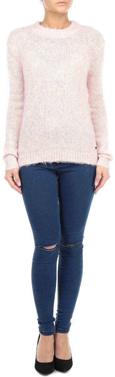 Джинсы женские. KA3498KA3498 BlackСтильные женские джинсы Glamorous - джинсы высочайшего качества на каждый день, которые прекрасно сидят. Модель прилегающего кроя с завышенной линией талии изготовлена из высококачественного хлопка с добавлением полиэстера и эластана. Такая модель выгодно подчеркнет достоинства вашей фигуры. Застегиваются джинсы на пуговицу в поясе и ширинку на молнии. Сзади модель дополнена двумя накладными карманами. На уровне колен джинсы оформлены порезами. Эти модные и в тоже время комфортные джинсы послужат отличным дополнением к вашему гардеробу. В них вы всегда будете чувствовать себя уютно и комфортно.