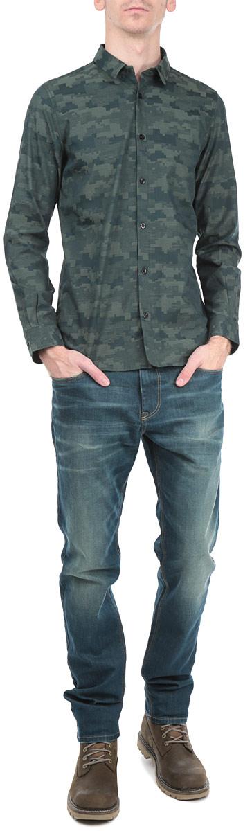 Рубашка2030788.00.15_7629Стильная мужская рубашка Tom Tailor, выполненная из высококачественного хлопкового материала, приятная на ощупь, не сковывает движения, обеспечивая наибольший комфорт. Модель с отложным воротником и длинными рукавами застегивается на пластиковые пуговицы по всей длине. Манжеты изделия дополнены пуговицами, с помощью которых можно регулировать обхват запястья. Эта модная и удобная рубашка послужит замечательным дополнением к вашему гардеробу.
