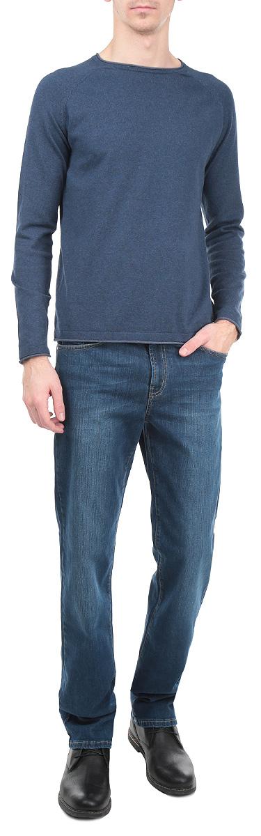 Джинсы мужские. 0965/515430965/51543_w.darkСтильные мужские джинсы F5 - джинсы высочайшего качества на каждый день, которые прекрасно сидят. Джинсы не сковывают движения и дарят комфорт. Модель прямого кроя и средней посадки изготовлена из высококачественного эластичного хлопка. Застегиваются джинсы на пуговицу в поясе и ширинку на молнии, также имеются шлевки для ремня. Спереди модель дополнена двумя втачными карманами и одним небольшим секретным кармашком, а сзади - двумя накладными карманами. Изделие оформлено эффектом потертости и перманентными складками. Эти модные и в тоже время комфортные джинсы послужат отличным дополнением к вашему гардеробу. В них вы всегда будете чувствовать себя уютно и комфортно.