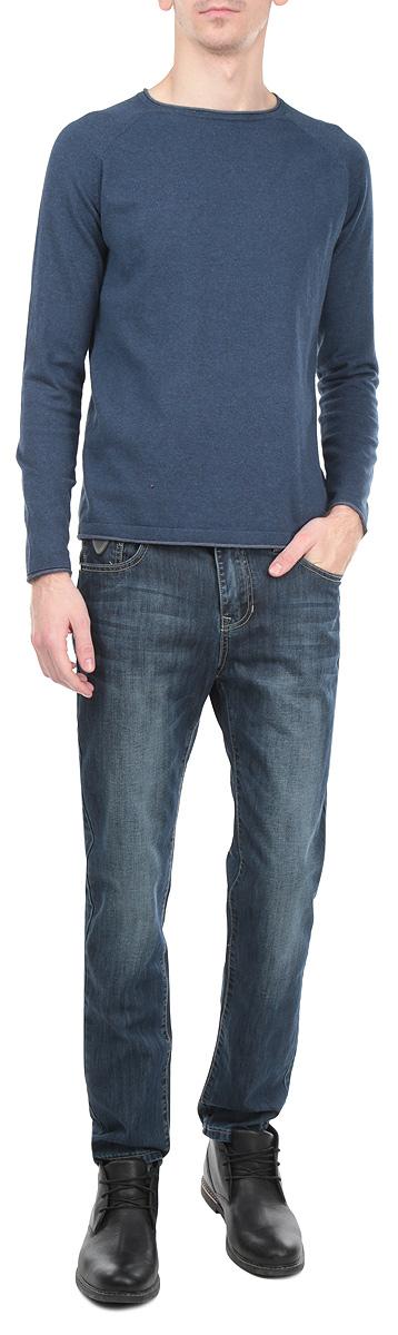 Джинсы мужские Edward. 1015228910152289 99ZСтильные мужские джинсы Broadway Edward - джинсы высочайшего качества на каждый день, которые прекрасно сидят. Модель зауженного к низу кроя и средней посадки изготовлена из высококачественного материала. Изделие оформлено контрастной отстрочкой. Застегиваются джинсы на пуговицу в поясе и ширинку на молнии, имеются шлевки для ремня. Спереди модель оформлены двумя втачными карманами и одним небольшим секретным кармашком, а сзади - двумя накладными карманами. Эти модные и в тоже время комфортные джинсы послужат отличным дополнением к вашему гардеробу. В них вы всегда будете чувствовать себя уютно и комфортно.