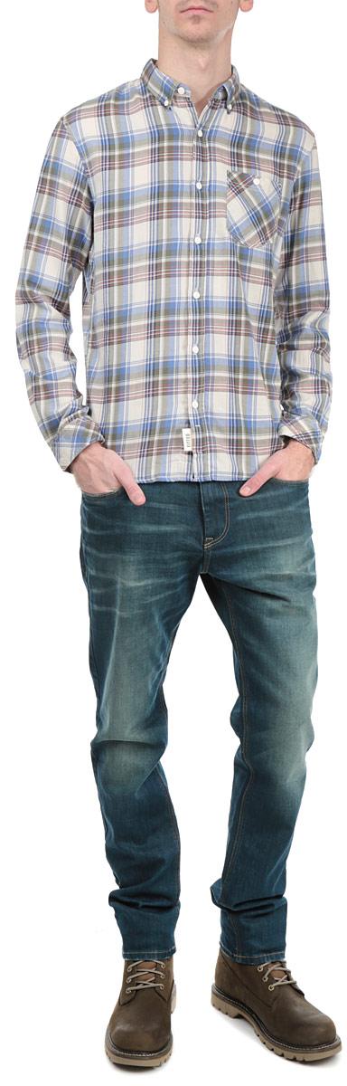 Рубашка мужская. 2030948.00.122030948.00.12_4685Стильная мужская рубашка Tom Tailor Denim, выполненная из высококачественного хлопкового материала, приятная на ощупь, не сковывает движения, обеспечивая наибольший комфорт. Модель с отложным воротником и длинными рукавами застегивается на пластиковые пуговицы по всей длине. Манжеты изделия застегиваются на пуговицы. Модель с оригинальным клетчатым принтом спереди дополнена нашивным карманом. Эта модная и удобная рубашка послужит замечательным дополнением к вашему гардеробу.