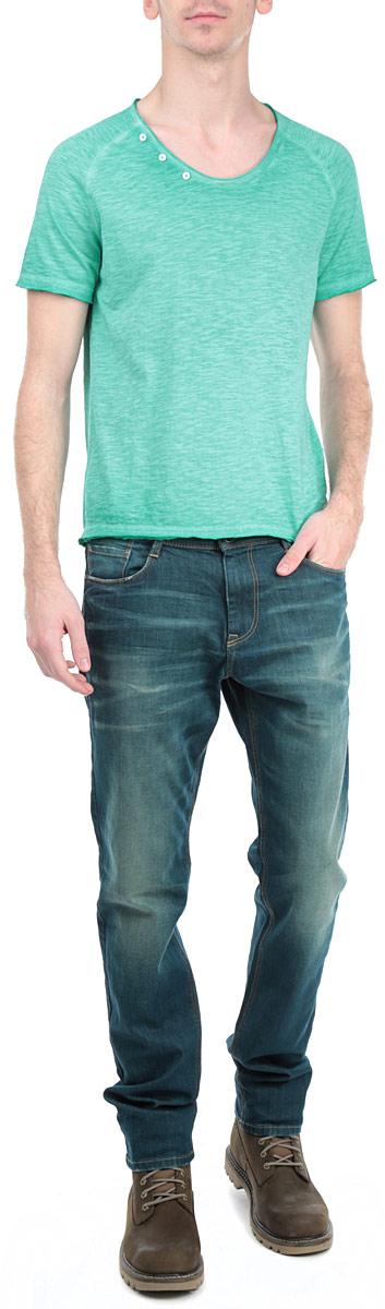 Футболка мужская. 1033483.63.121033483.63.12_7550Стильная мужская футболка Tom Tailor Denim, выполненная из высококачественного хлопкового материала, обладает высокой воздухопроницаемостью и гигроскопичностью, позволяет коже дышать. Модель с короткими рукавами и круглым вырезом горловины спереди по краю горловины декорирована тремя пластиковыми пуговицами. Горловина, рукава и низ изделия выполнены с необработанным краем. Эта футболка - идеальный вариант для создания эффектного образа.