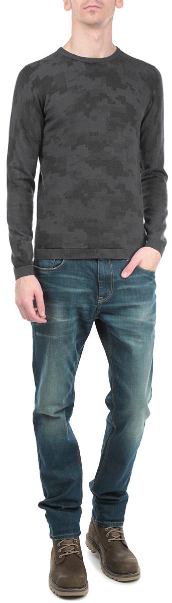 Джемпер мужской. 3020275.01.153020275.01.15_2983Стильный мужской джемпер Tom Tailor, выполненный из высококачественного материала, приятный на ощупь, не сковывает движения, обеспечивая наибольший комфорт. Модель с круглым вырезом горловины и длинными рукавами по левому боковому шву дополнена металлической застежкой-молнией. Низ и манжеты изделия связаны мелкой резинкой, что предотвращает деформацию при носке и препятствует проникновению холодного воздуха. Модель идеально гармонирует с любыми предметами одежды и будет уместна и на отдых, и работу. Этот модный джемпер станет отличным дополнением вашего гардероба.