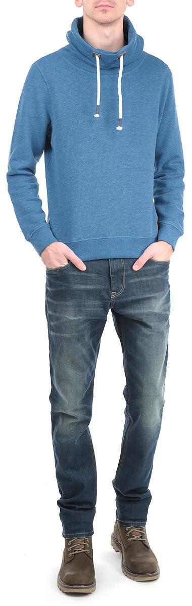 Толстовка2529655.00.10_6890Стильная мужская толстовка Tom Tailor, изготовленная из хлопка с добавлением полиэстера, необычайно мягкая и приятная на ощупь, не сковывает движения, обеспечивая наибольший комфорт. Модель с воротником- хомутом на кулиске и длинными рукавами. Толстовка имеет широкую трикотажную резинку по низу и манжетам, что предотвращает деформацию при носке и препятствует проникновению холодного воздуха. Спереди модель дополнена ярлыком из искусственной кожи с надписью Tom Tailor и небольшим декоративным металлическим элементом в виде логотипа бренда. Эта модная и в тоже время комфортная толстовка отличный вариант как для активного отдыха, так и для занятий спортом!