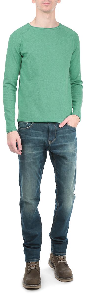 Джемпер мужской. 3020551.63.103020551.63.10_4694Стильный мужской джемпер Tom Tailor, выполненный из высококачественного материала, приятный на ощупь, не сковывает движения, обеспечивая наибольший комфорт. Модель с круглым вырезом горловины и длинными рукавами идеально гармонирует с любыми предметами одежды и будет уместна и на отдых, и работу. Низ и манжеты изделия связаны мелкой резинкой, что предотвращает деформацию при носке и препятствует проникновению холодного воздуха. Спереди модель дополнена небольшим металлическим декоративным элементом с надписью Tom Tailor. Этот модный джемпер станет отличным дополнением вашего гардероба.