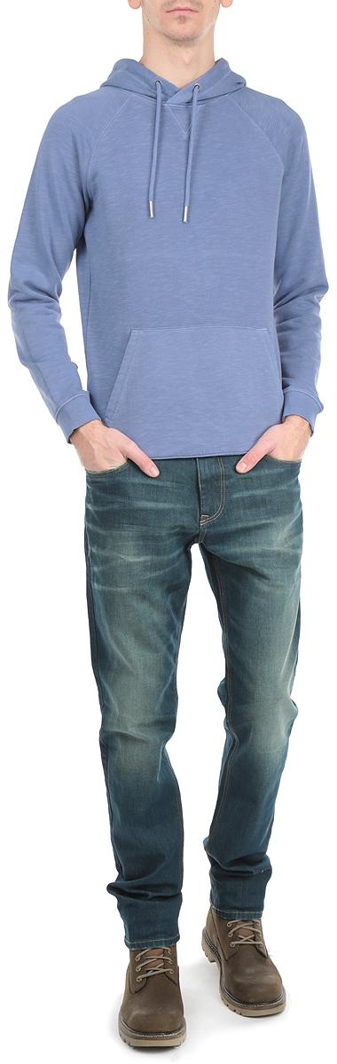 Толстовка мужская. 2529767.63.122529767.63.12_3509Стильная мужская толстовка Tom Tailor Denim, изготовленная из хлопка с добавлением полиэстера, необычайно мягкая и приятная на ощупь, не сковывает движения, обеспечивая наибольший комфорт. Модель с капюшоном на кулиске и длинными рукавами. Толстовка имеет широкую трикотажную резинку по низу и манжетам, что предотвращает деформацию при носке и препятствует проникновению холодного воздуха. Спереди модель дополнена вместительным карманом-кенгуру. Эта модная и в тоже время комфортная толстовка отличный вариант как для активного отдыха, так и для занятий спортом!