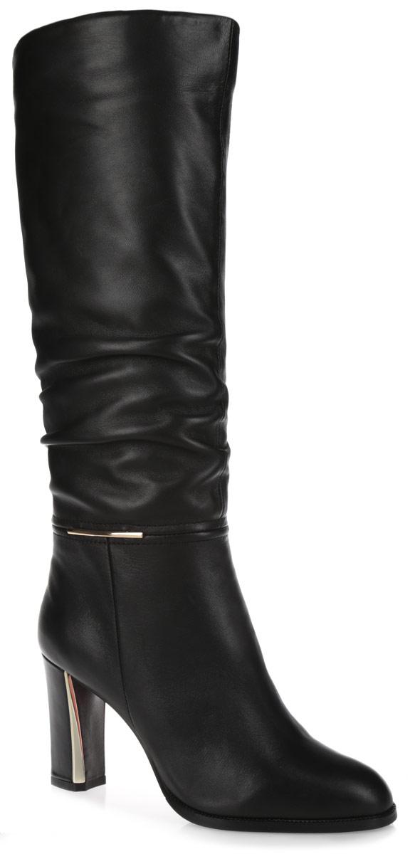 Сапоги женские. 622-06-F-01-KB-CS622-06-F-01-KB-CSЭлегантные женские сапоги от Calipso займут достойное место в вашем гардеробе. Модель выполнена из натуральной кожи и оформлена сбоку металлической пластиной. Сапоги застегиваются на застежку-молнию, расположенную на одной из боковых сторон. Подкладка и стелька из байки комфортны при ходьбе. Высокий каблук-столбик, оформленный металлическими вставками, устойчив. Подошва оснащена противоскользящим рифлением. Стильные сапоги подчеркнут ваш стиль и индивидуальность!